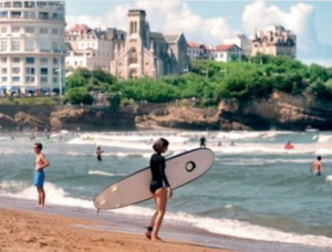 In France, 18-25 Year Olds Have The Opportunity To Roam Around 10 Thousand Places Around The World