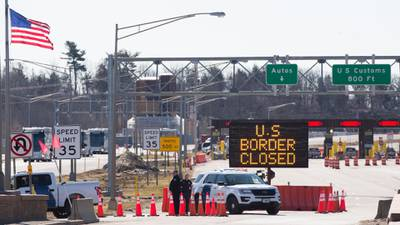 US extends coronavirus closures of borders with Mexico, Canada