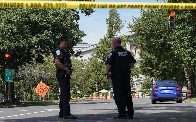 US police arrest suspect after bomb threat near Capitol