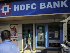 HDFC Bank Plans To Issue 3 Lakh Credit Cards A Month
